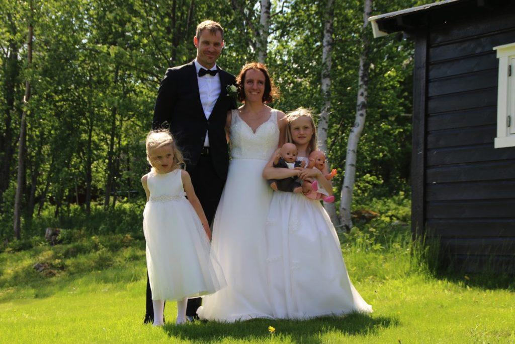 Brudepar og brudepiker