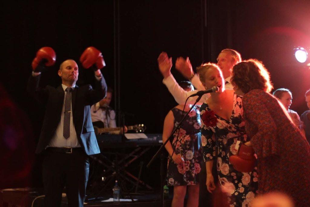 Musikk skaper stemning i bryllup